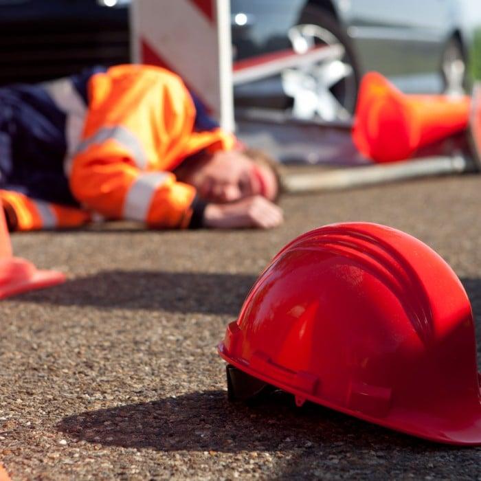 Emergency-first_aid_1-700×700